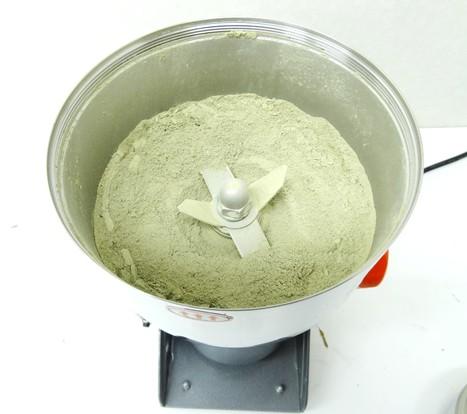昆布を粉末にする製粉機