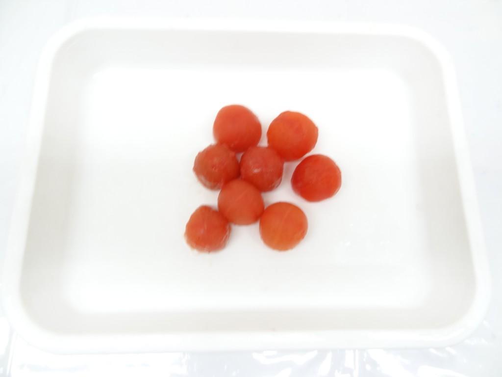 皮を取ったプチトマト