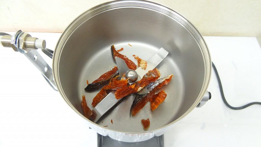 粉砕機ハイスピードミル 容器 鮭とば
