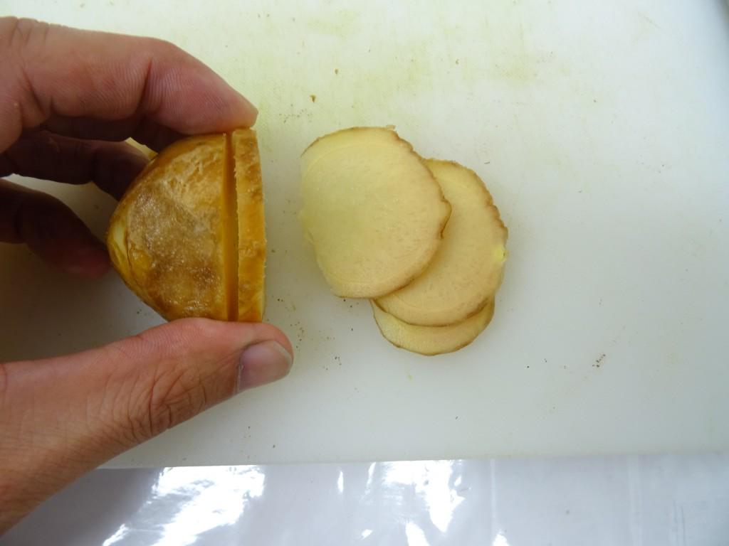 生姜を切る