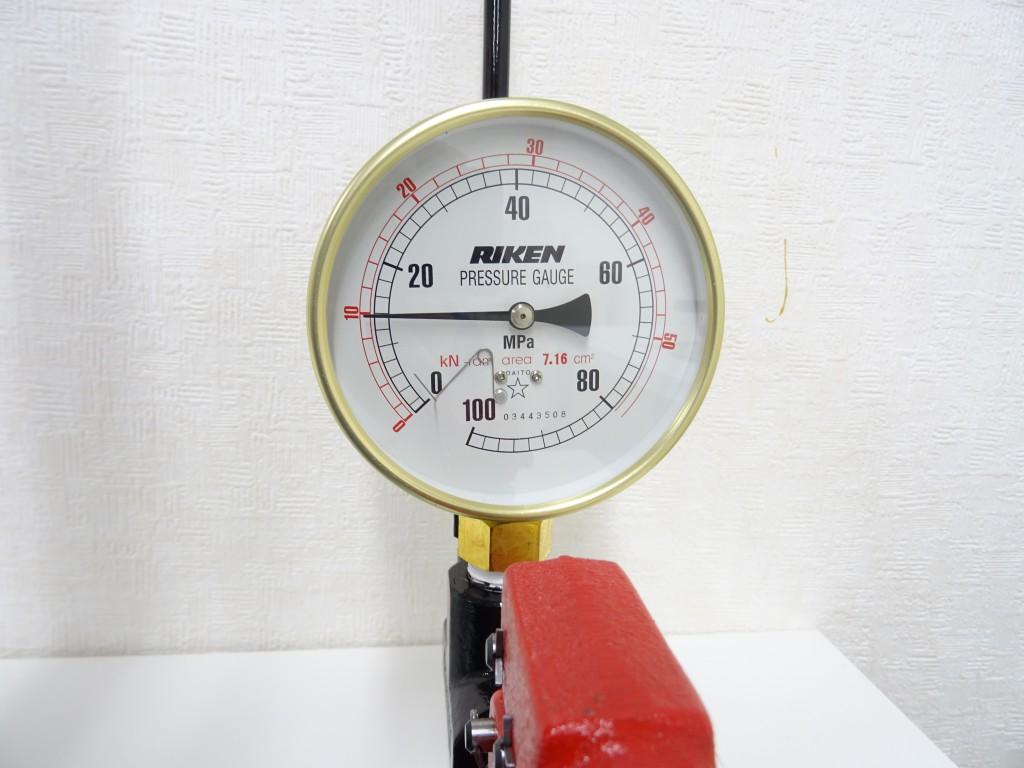 圧力メーター