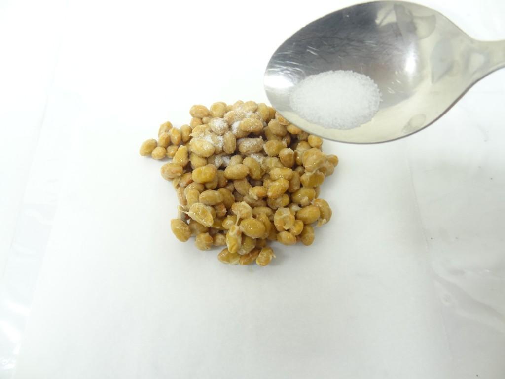 納豆に塩をかける