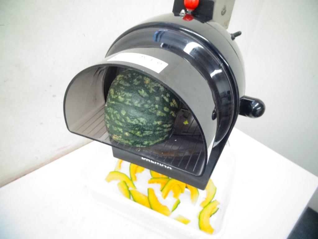 野菜スライサーかぼちゃをカット