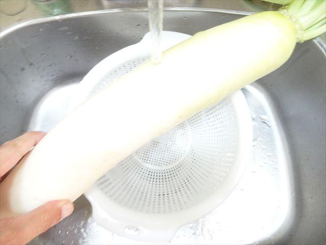 水洗いした大根